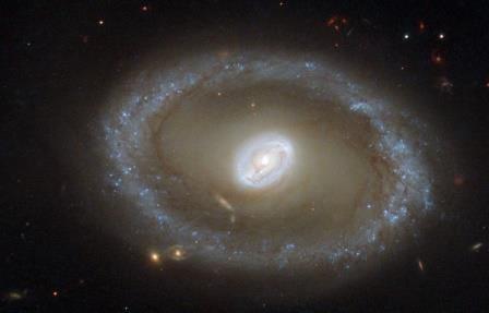 Астрономы nasa обнаружили самую далекую «космическую увеличительную линзу»