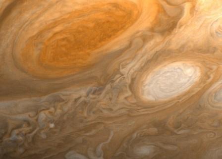 Астрономы выяснили происхождение «красителя» большого красного пятна