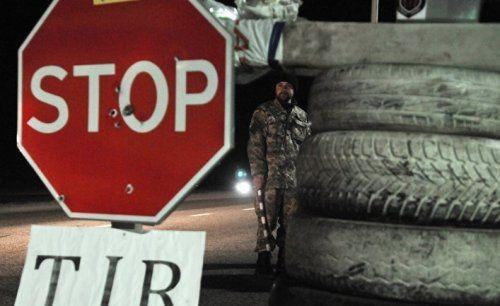 Фурам из россии закрыли проезд: активисты ждут провокаций, а местные несут борщ в бидонах - «экономика»