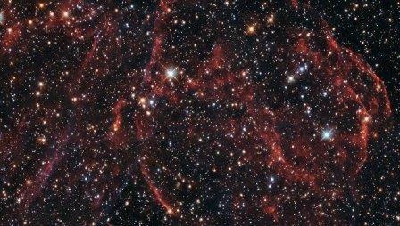 «Хаббл» получил фотографии давно умершей звезды в соседней галактике