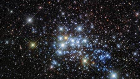 «Хаббл» получил фотографии самой большой звезды галактики