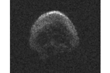 Избежавший столкновения с землей гигантский астероид оказался мертвой кометой