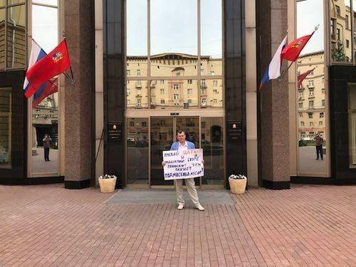 Экоактивистов не пустили на заседание в мособлдуму, где обсуждали предложенную ими инициативу по проведению референдума