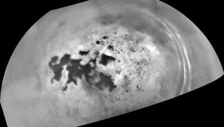 «Кассини» увидел «фонтаны» пузырьков в углеводородных морях титана