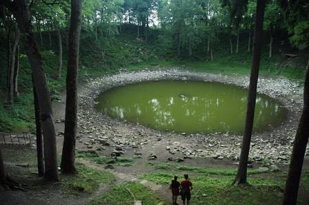 Метеориты засеяли жизнь в теплые маленькие пруды