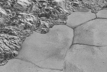 Многоугольники на плутоне получили научное объяснение