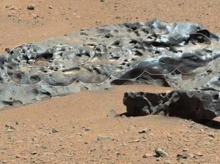 На поверхности марса обнаружен крупный железный метеорит