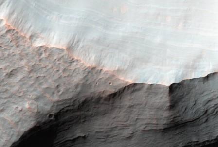 Наса показало снимок устья высохшей реки на марсе