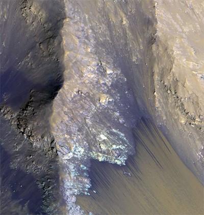 Наса показало снимок водяного потока в долинах маринера на марсе