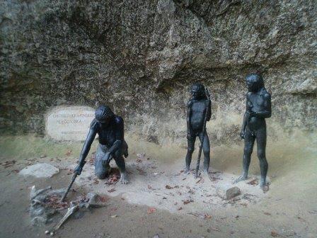 Неандертальцы изготавливали украшения из когтей орланов