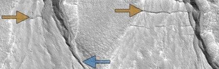 «Овраги» на марсе возникают при таянии углекислоты, а не льда