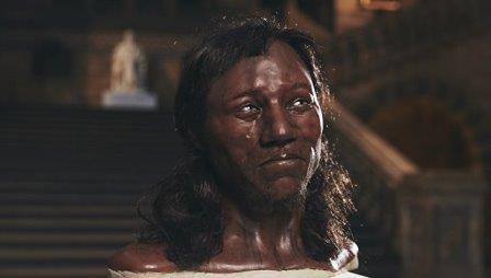 Первый житель британии был голубоглазым и темнокожим