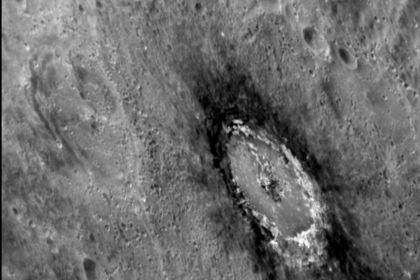Планетологи объяснили аномально темный цвет меркурия
