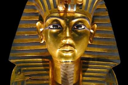 Погребальная маска тутанхамона предназначалась для нефертити