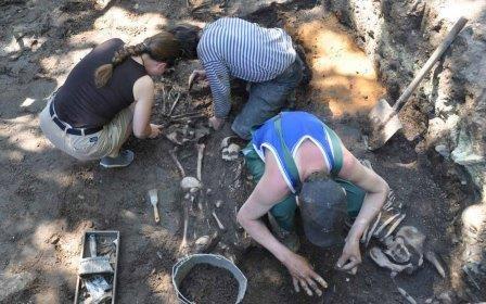 Псковские археологи обнаружили средневековый арсенал и некрополь