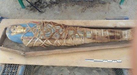 Российские археологи нашли новую мумию и саркофаг в египте