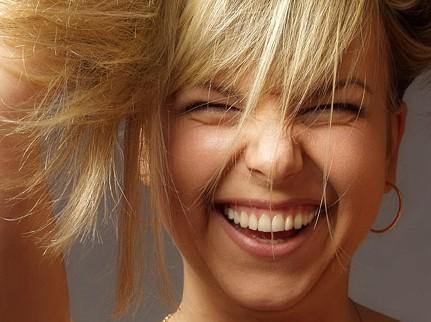 Смех настраивает наш мозг на «медитативную волну»