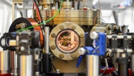Создан тепловой двигатель из одного атома