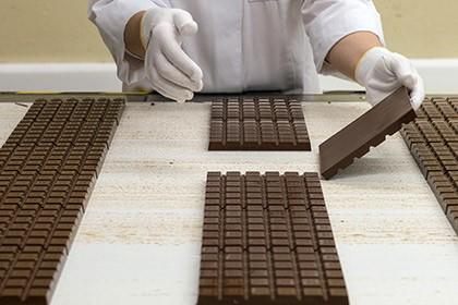 Ученые объяснили образование белого налета на шоколаде