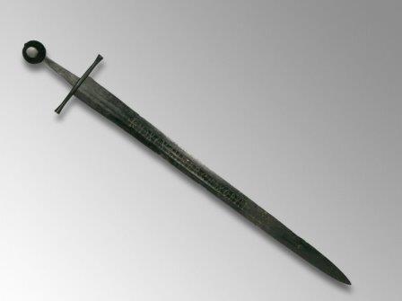Ученых поставила в тупик загадочная надпись на средневековом мече