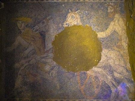 В амфиполе обнаружили огромную напольную мозаику