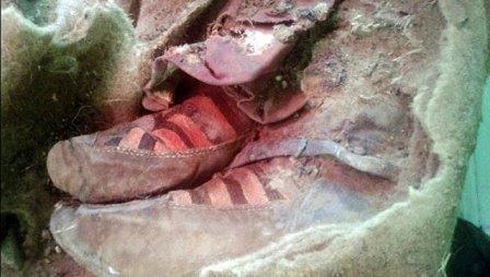 В горах алтая нашли 1500-летнюю мумию в «кроссовках»