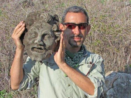 В израиле нашли бронзовую маску бога пана