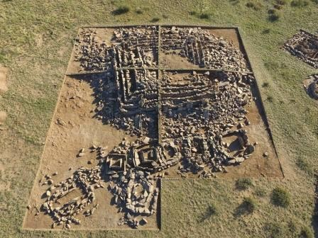 В казахстане нашли уникальное захоронение в форме пирамиды