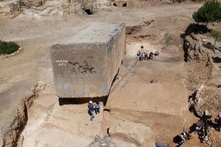 В ливане археологи обнаружили самый крупный в истории монолит