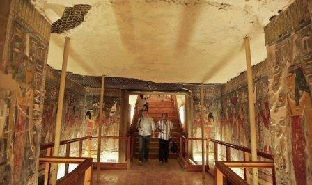 Вероятность найти в гробнице тутанхамона усыпальницу нефертити равна 50%
