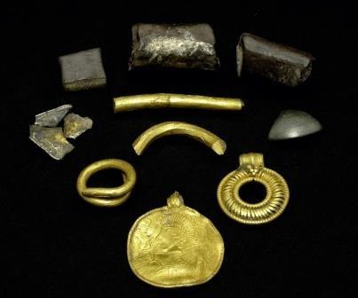 Золотой амулет с изображением одина найден в дании