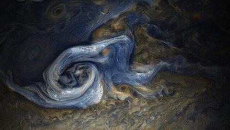 Зонд juno получил фотографии гигантского белого урагана на юпитере