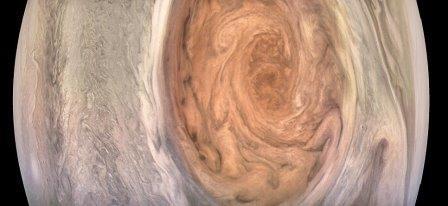 Зонд juno получил сверхчеткие фотографии «красного пятна» юпитера